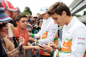 Jules Bianchi, Sahara Force India F1 Team Third Driver and Nico Hulkenberg, Sahara Force India F1 sign autographs for the fans