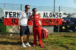 Andrea Stella, Ferrari Race Engineer with a fan