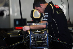 The Lotus F1 E20 is prepared for Jérôme d'Ambrosio, Lotus F1 Team