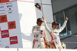 GT300 winners Masami Kageyama, Tomonobu Fujii