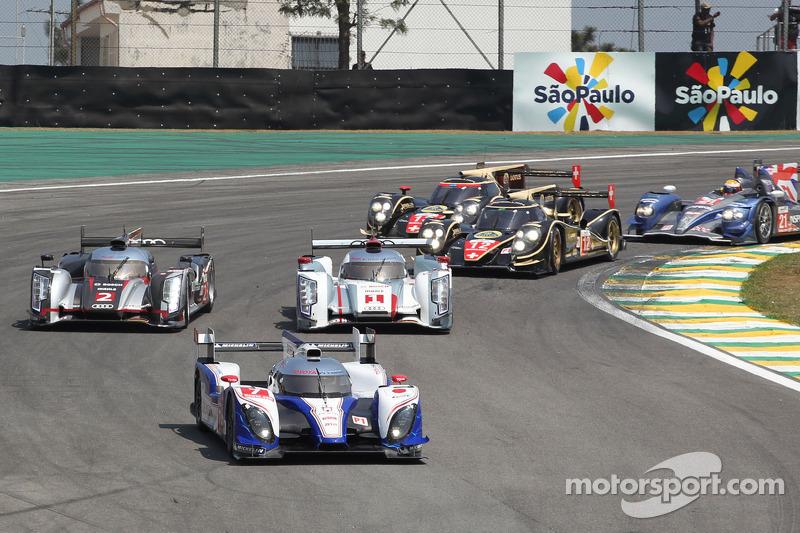 Start: #7 Toyota Racing Toyota TS030 Hybrid: Alexander Wurz, Nicolas Lapierre leads
