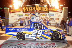 Race winner Ryan Blaney