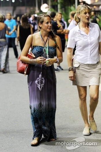 Catherine Hyde, girlfriend of Heikki Kovalainen, Caterham, with Louise Goodman, Goodman Media