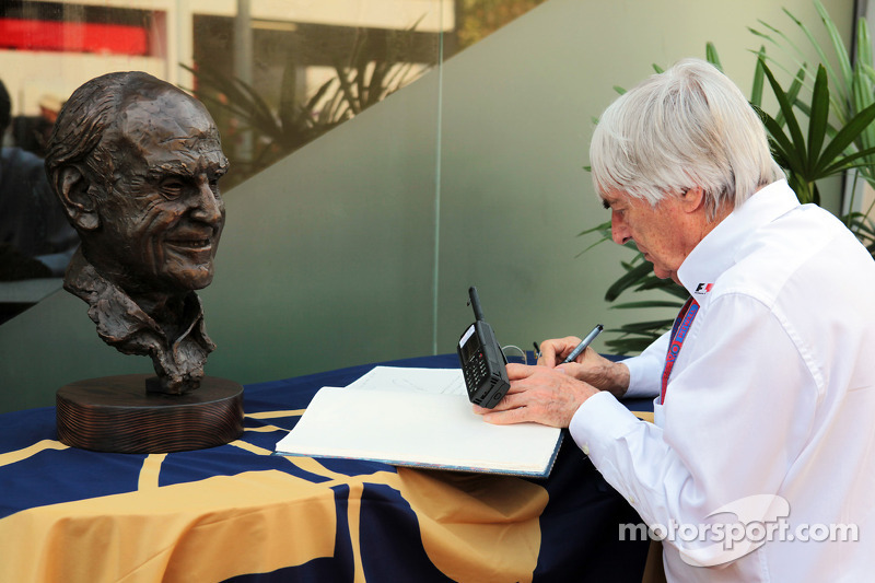 Bernie Ecclestone, CEO Formula One Group, writes in a book of condolences for the late Sid Watkins, Former FIA Safety Delegate