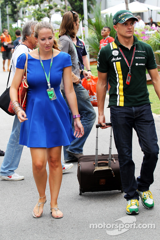 Heikki Kovalainen, Caterham with his girlfriend Catherine Hyde