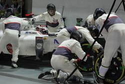 Kamui Kobayashi, Sauber makes a pit stop