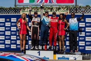 Race 2 Podium: winner Robert Huff, second place Norbert Michelisz, third place Gabriele Tarquini