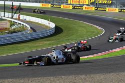 Sergio Perez, Sauber runs wide