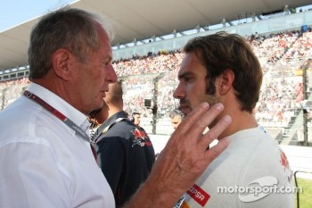 Dr Helmut Marko, Red Bull Motorsport Consultant with Jean-Eric Vergne, Scuderia Toro Rosso on the grid