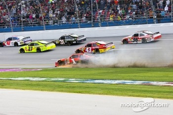 Jamie McMurray, Earnhardt Ganassi Racing Chevrolet spins