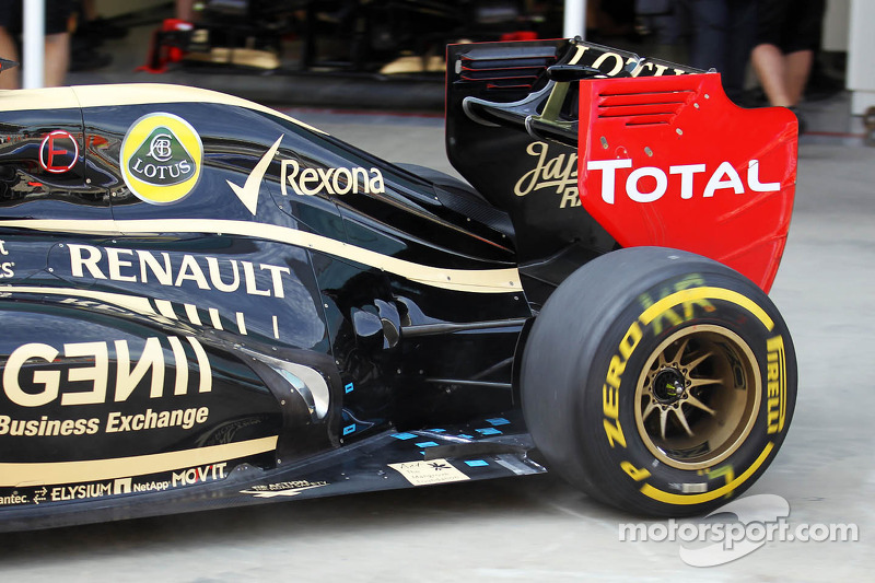 Kimi Raikkonen, Lotus F1 rear suspension and exhaust detail
