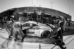 Pit stop for #01 Extreme Speed Motorsports Ferrari F458 Italia: Scott Sharp, Johannes van Overbeek, Toni Vilander