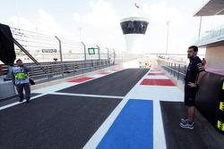 Guillaume Rocquelin , Red Bull Racing Race Engineer of Sebastian Vettel, Red Bull Racing, checks out the pit lane exit, where Vettel will start the race from