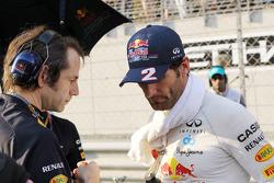 Mark Webber, Red Bull Racing with Ciaron Pilbeam, Red Bull Racing Race Engineer on the grid
