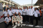 Family photo, Tom Chilton, Ford Focus S2000 TC, Team Aon and James Nash, Ford Focus S2000 TC, Team Aon