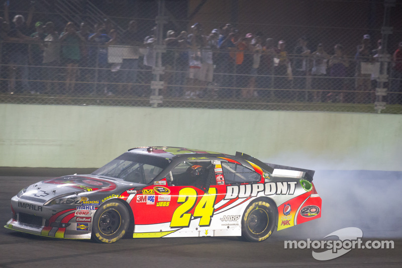 Race winner Jeff Gordon, Hendrick Motorsports Chevrolet celebrates