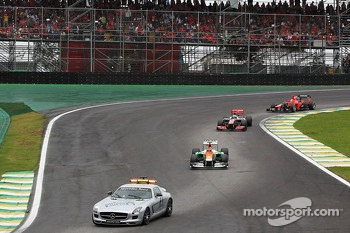 Nico Hulkenberg, Sahara Force India F1 leads behind the FIA Safety Car
