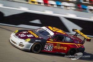 #30 MOMO/NGT Motorsport Porsche GT3: Jakub Giermaziak, Angel Andres Benitez Jr., Sean Edwards