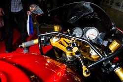 Cockpit on Anrres Gutierrez 2000 Suzuki TL1000R 1000cc Vtwin