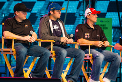 Fan forum: Regan Smith, Phoenix Racing Chevrolet, Martin Truex Jr., Michael Waltrip Racing Toyota, Kevin Harvick, Richard Childress Racing Chevrolet