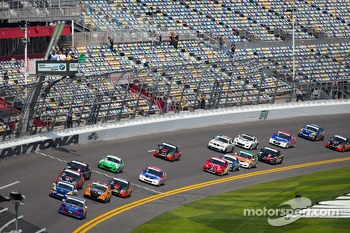 ST start: #30 i-MOTO Mazda Speed 3: Ryan Ellis, Mat Pombo leads the field