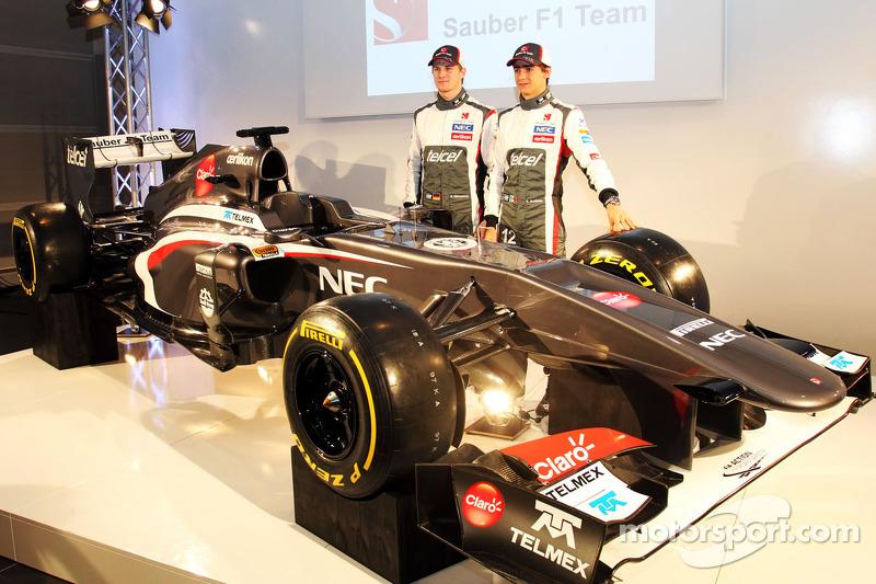 Nico Hulkenberg, Sauber and team mate Esteban Gutierrez, Sauber with the new Sauber C32