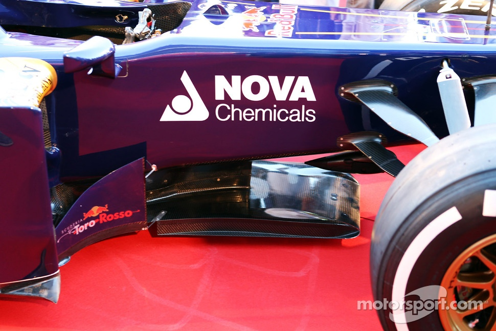 Scuderia Toro Rosso STR8 keel detail