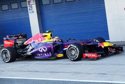 Mark Webber, Red Bull Racing RB9 running flow-vis paint