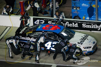 Pit stop for Aric Almirola, Richard Petty Motorsports Ford