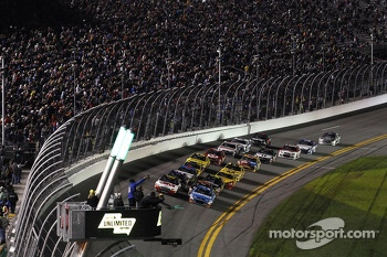 Start: Kasey Kahne, Hendrick Motorsports Chevrolet and Greg Biffle, Roush Fenway Racing Ford lead the field
