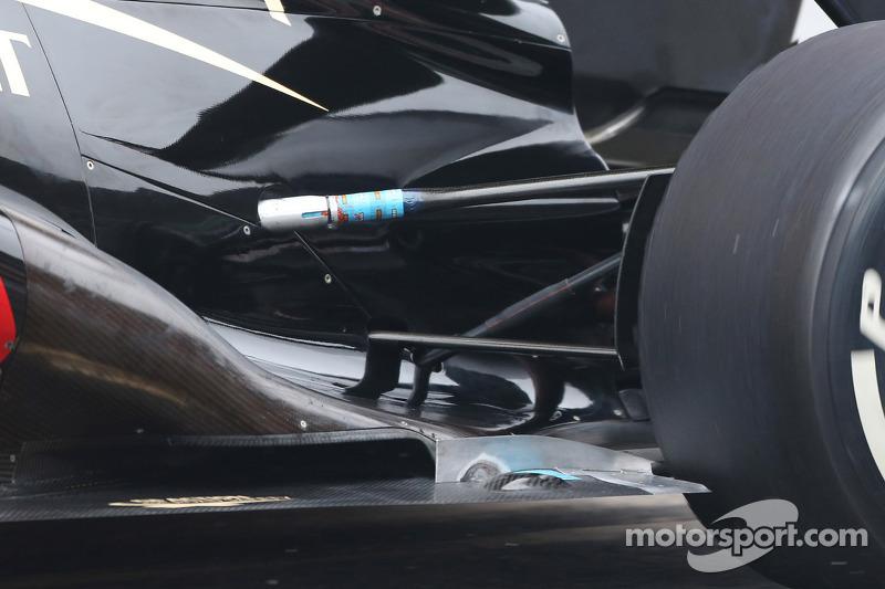 lotus f1 e21 rear suspension at february barcelona testing. Black Bedroom Furniture Sets. Home Design Ideas