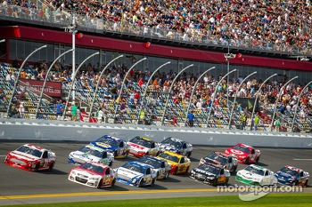 Trevor Bayne, Wood Brothers Racing Ford and Kevin Harvick, Richard Childress Racing Chevrolet battle for the lead