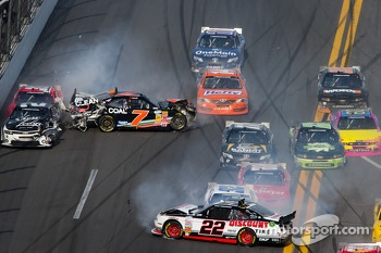 Last lap crash: Regan Smith spins out of control, Brad Keselowski hit by Kyle Larson