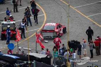 Juan Pablo Montoya, Earnhardt Ganassi Racing Chevrolet heads back to the garage
