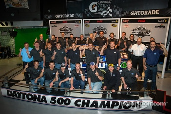 2013 Daytona 500 winning team poses: Jimmie Johnson, Rick Hendrick, Chad Knaus and crew members