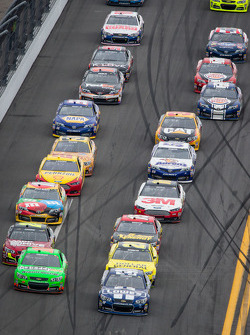 Jimmie Johnson, Hendrick Motorsports Chevrolet and Danica Patrick, Stewart-Haas Racing Chevrolet lead the field