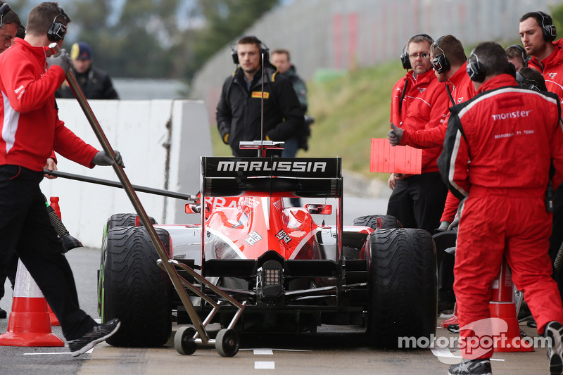 Max Chilton, Marussia F1 Team MR02 in the pits