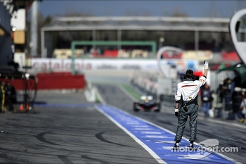Esteban Gutierrez, Sauber C32 enters the pits