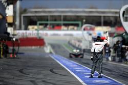 Esteban Gutierrez, Sauber C32 enters the pits
