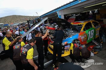 Crew members replace the engine of Kyle Busch, Joe Gibbs Racing Toyota