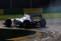 Nico Rosberg, Mercedes AMG F1 W04 locks up under braking