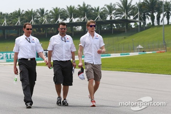 Nico Hulkenberg, Sauber walks the circuit