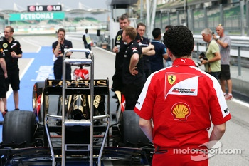 Andrea Stella, Ferrari Race Engineer takes a look at the Lotus F1 E21