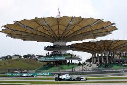 Nico Rosberg, Mercedes AMG F1 W04 enters the pits as Lewis Hamilton, Mercedes AMG F1 W04 passes