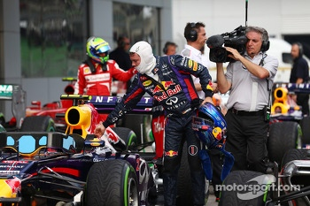 Pole sitter Sebastian Vettel, Red Bull Racing in parc ferme