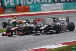 Nico Hulkenberg, Sauber C32 and Sergio Perez, McLaren MP4-28 battle for position