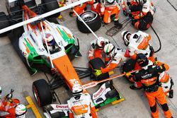 Paul di Resta, Sahara Force India VJM06 makes a long pit stop