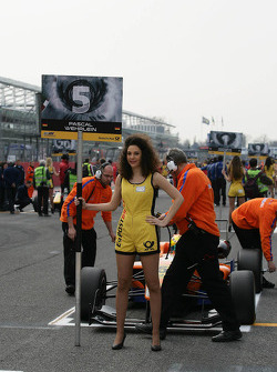 Grid girl for Pascal Wehrlein