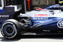 Williams FW35 rear suspension and exhaust detail