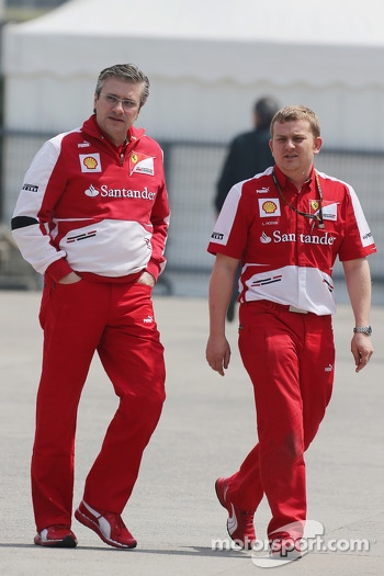 Pat Fry, Ferrari Deputy Technical Director and Head of Race Engineering with Lawrence Hodge, Ferarri Aerodynamics